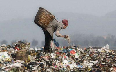 Por que a China quer deixar de ser a 'lixeira do mundo' e como isso afeta outros países